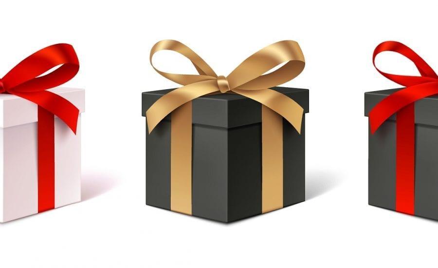 verschiedene Geschenke Kartons