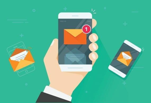 Ein SMS Icon auf einem Smartphone