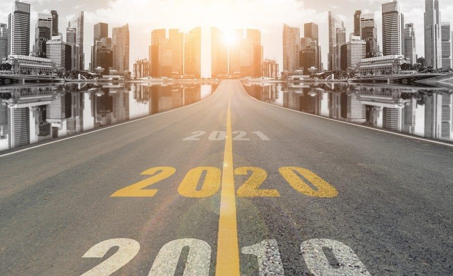 Schriftzug 2020 auf einer Straße